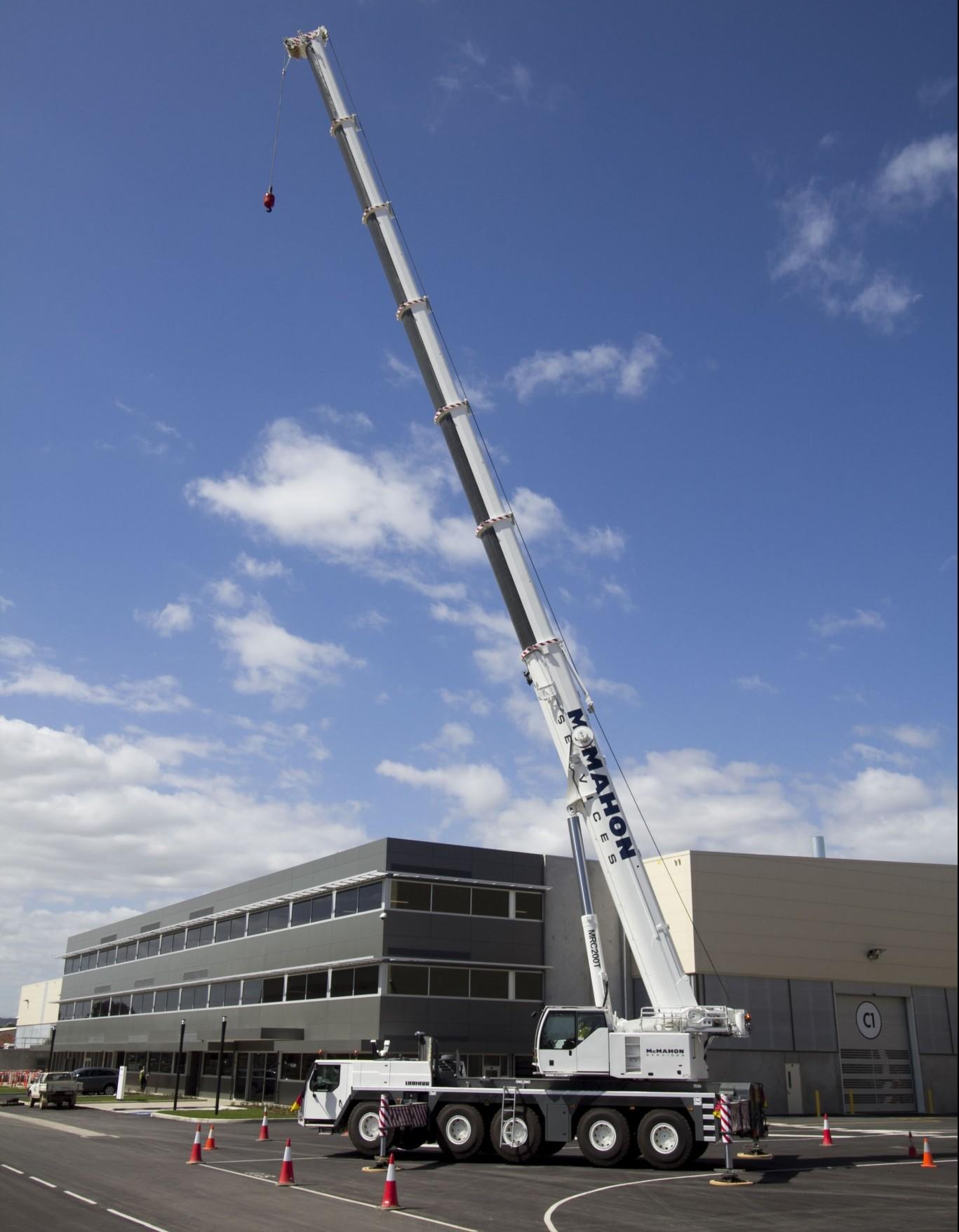 MCM Crane Liebherr 200 tonne